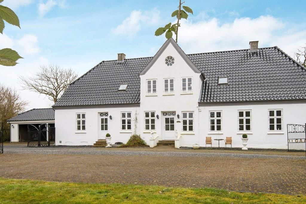 Holiday home in Hojer for 12 persons