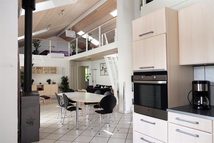 Lounge + dining room
